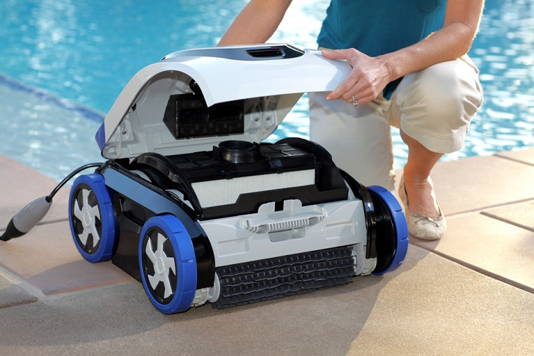 Robotic pool cleaners versus suction pool cleaners for Automatic pool cleaner reviews 2014