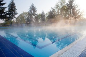 Extend Your Pool Time with a Heated Swimming Pool